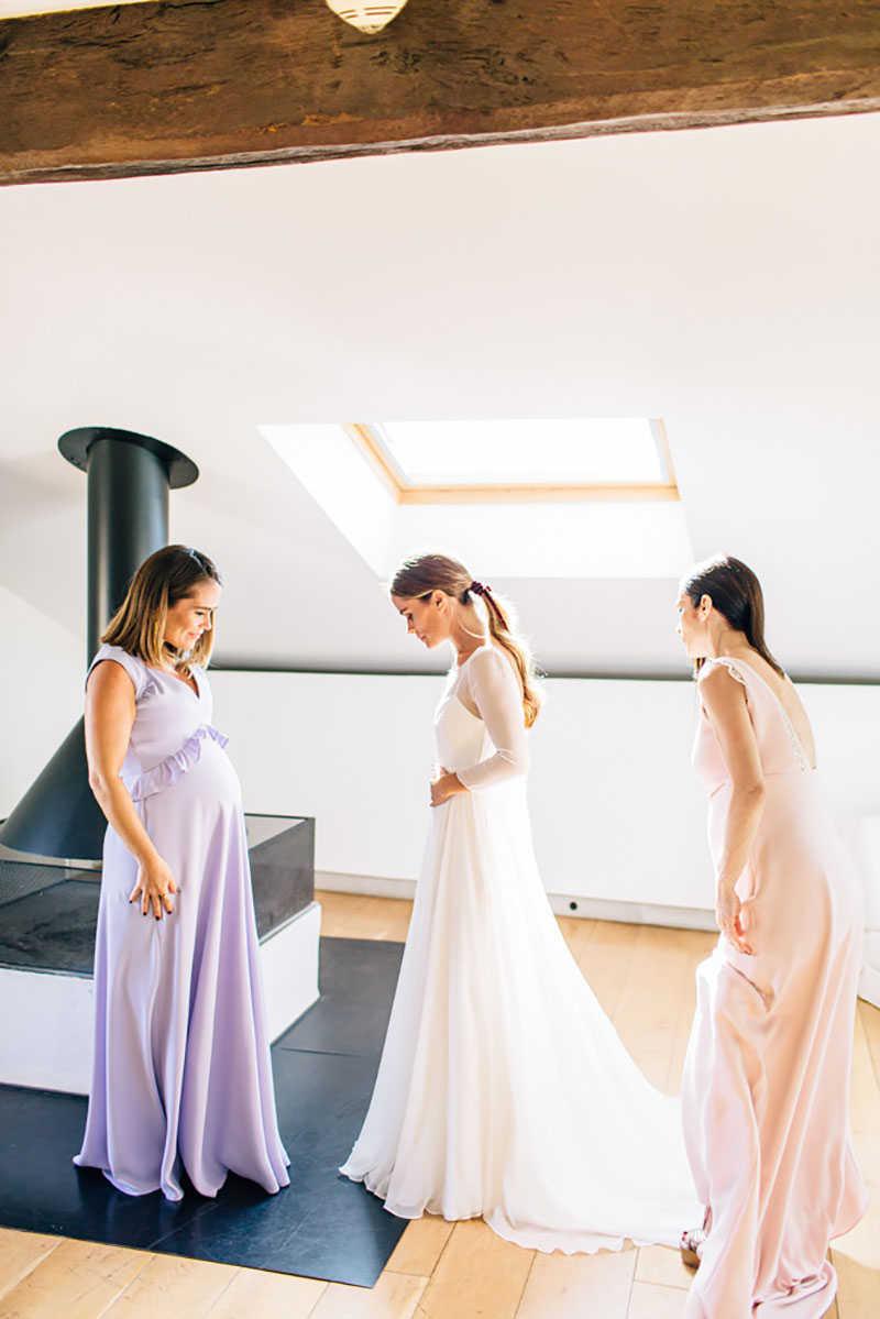 13 hermanas vistiendo novia