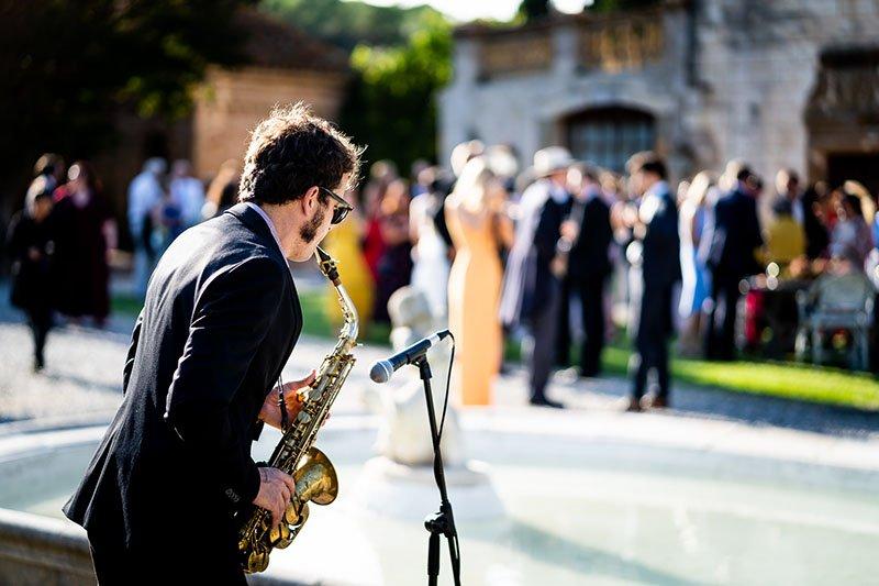 saxofonista a la boda
