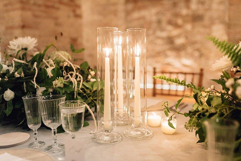 espelmes a la taula dels convidats