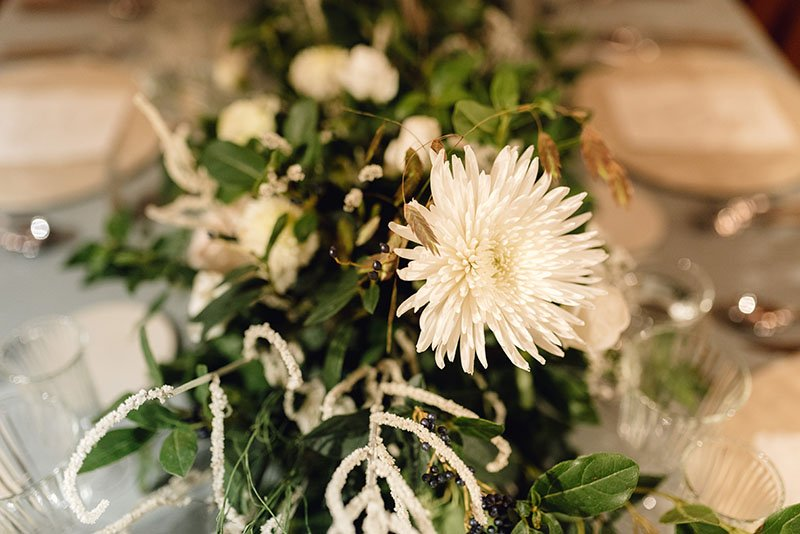 flower-arrangement-at-dinner